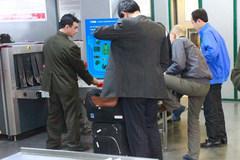 Nam hành khách 'cầm nhầm' điện thoại lên máy bay bị bắt tận tay