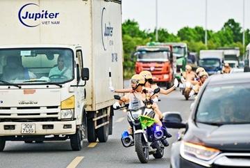 Một nhiệm vụ thầm lặng ít người biết của các chiến sĩ cảnh sát giao thông