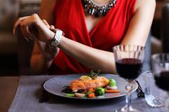 Giảm cân nhanh: Phương pháp 16/8 an toàn mà vẫn được ăn ngon