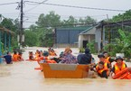 Mưa lũ miền Trung làm 11 người chết và mất tích, hơn 10.000 dân sơ tán