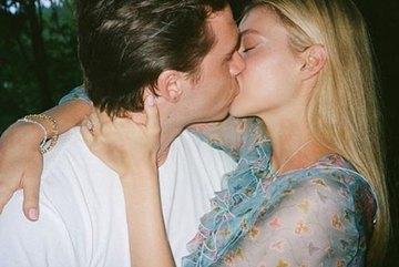 Con cả nhà Beckham cưới nữ diễn viên hơn 4 tuổi