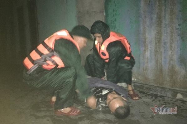Quảng Trị lên phương án dùng trực thăng cứu 23 người gặp nạn trên biển