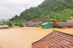 Flood submerges central Vietnam