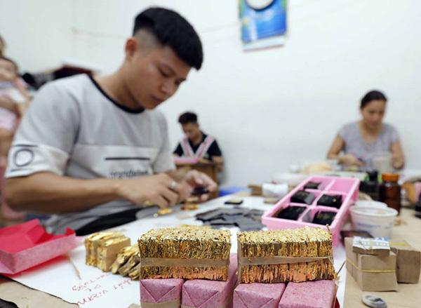 Gold laminating and gilding in Kieu Ky Village