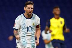 Messi phát biểu cảm động sau khi sánh ngang Ronaldo