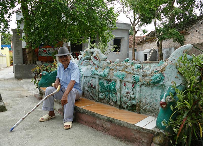 Ông lão 92 tuổi yêu say đắm Hà Nội, đắp tượng quanh nhà để thỏa nỗi nhớ
