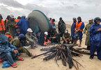 Bốn tàu chìm trên biển, 13 người chết và mất tích trong mưa lũ Miền Trung
