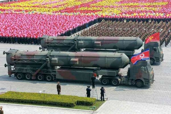 Triều Tiên chuẩn bị duyệt binh, khả năng 'khoe' vũ khí chiến lược mới