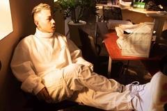 HLV Rap Việt 'triệu view' Binz với thời trang ấn tượng