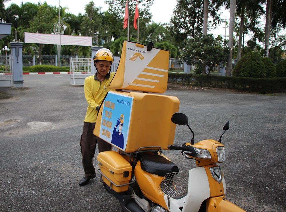 Ứng dụng công nghệ thông tin, anh bưu tá trẻ có cách giao thư 'nhanh như chớp'