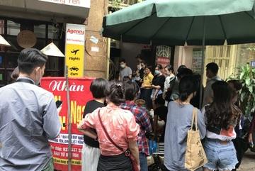 Kỳ lạ bún ngan 'chửi' ở Hà Nội, khách chen chân xếp hàng thưởng thức