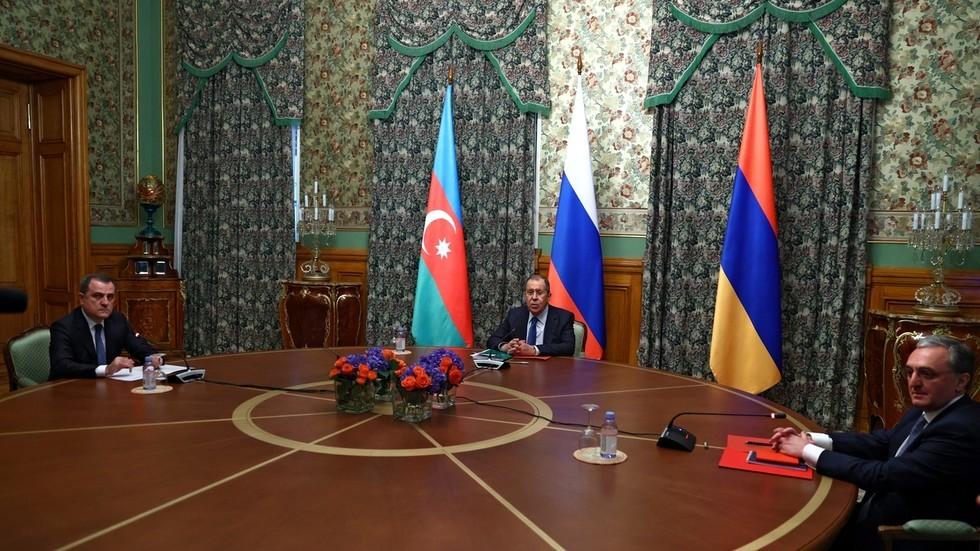Armenia và Azerbaijan đồng ý ngừng bắn