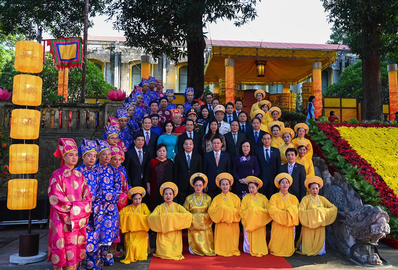 Lãnh đạo Hà Nội dâng hương tại nhiều di tích ở Thủ đô