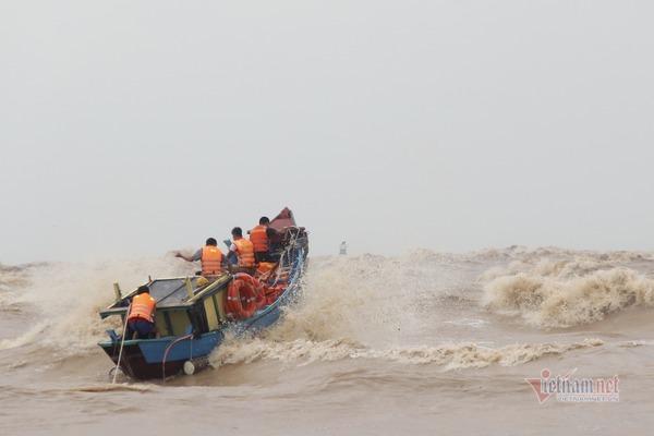 Phát hiện thi thể nam giới trôi dạt vào bờ biển Quảng Trị