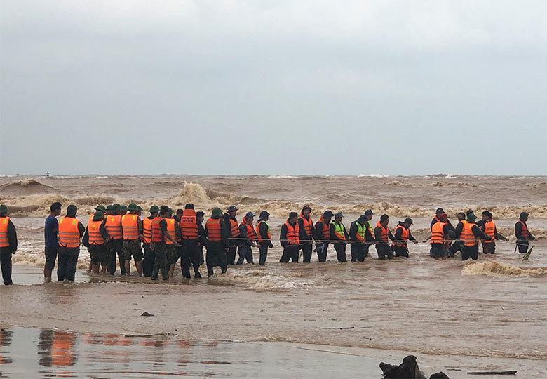 Thủ tướng: Khẩn trương cứu nạn thuyền viên mất tích tại biển Cửa Việt