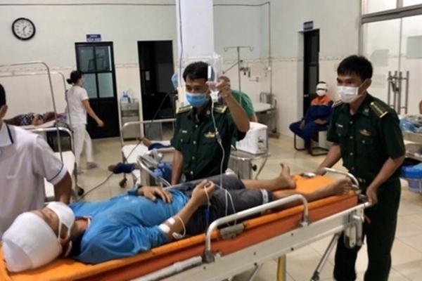 Cứu 2 ngư dân gặp nạn trên biển Bình Thuận