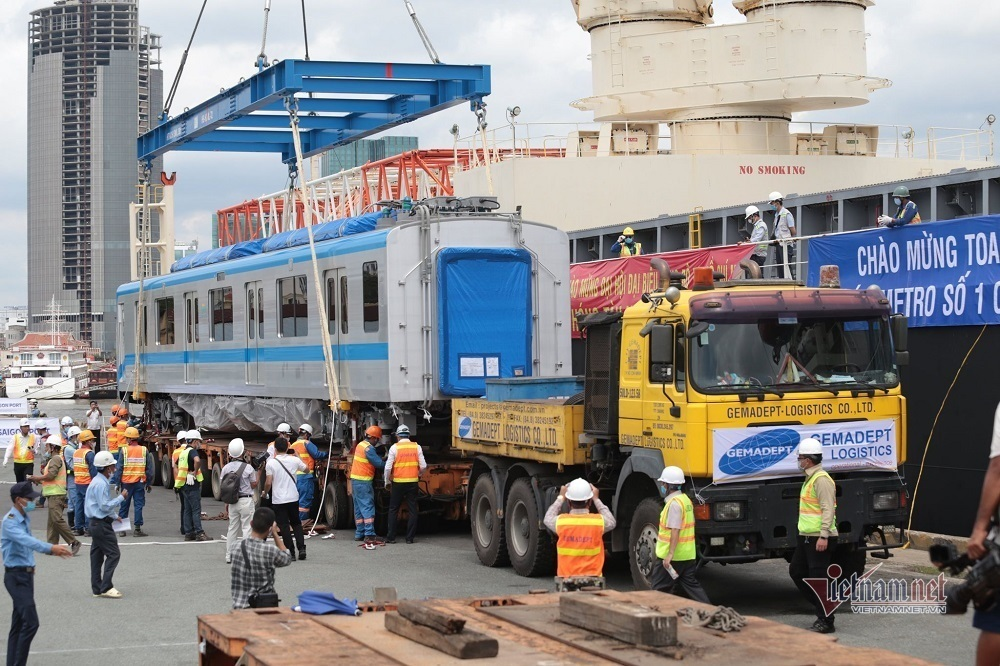 The first images of HCM City's metro train and Long Binh depot
