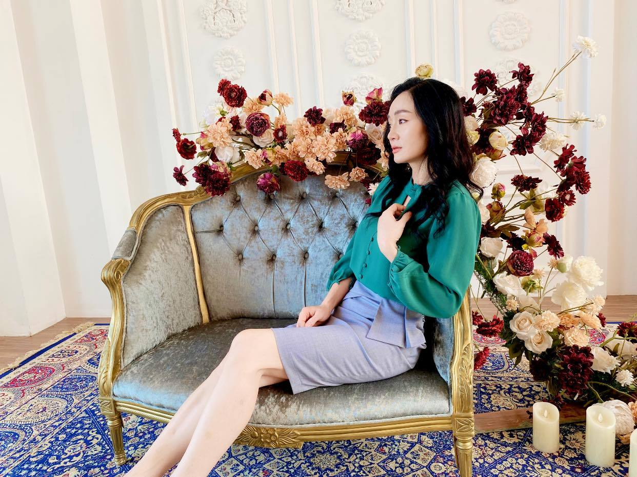 Chí Trung chơi đàn, đọc thơ tặng bạn gái kém 17 tuổi