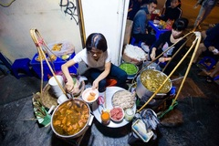 Hanoi's pho restaurant: Open at 3am, customers have to line up