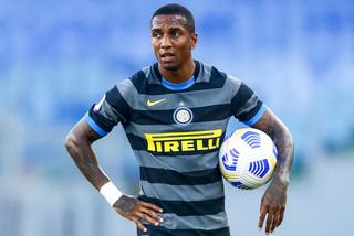 Ashley Young dính Covid-19, Inter điêu đứng trước derby