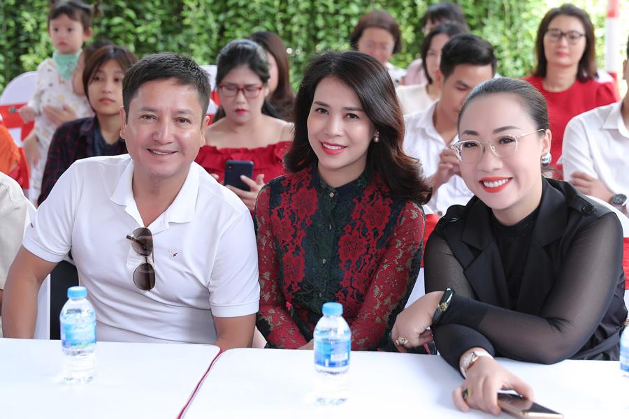 Chí Trung với bạn gái kém 17 tuổi đi sự kiện