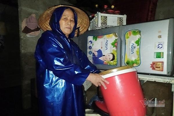 Người dân Quảng Trị bàng hoàng kể lũ ập tới chưa từng có trong 20 năm qua