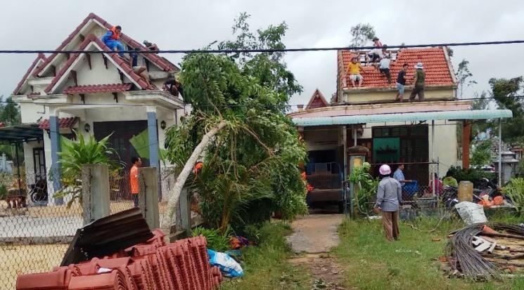 Người dân ở Quảng Nam khổ sở nhìn nước sắp nhấn chìm giường ngủ