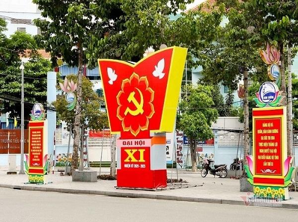 Đường phố Bình Dương rực sắc màu trước ngày Đại hội Đảng bộ lần thứ XI
