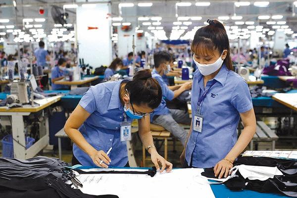 Quãng đường và thời điểm thu nhập người Việt vượt Singapore
