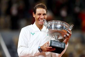 Hạ Djokovic, Nadal cân bằng 20 Grand Slam của Federer