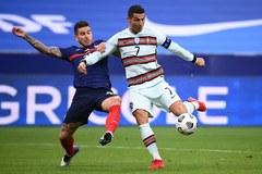 Ronaldo tịt ngòi, Bồ Đào Nha cưa điểm trên đất Pháp