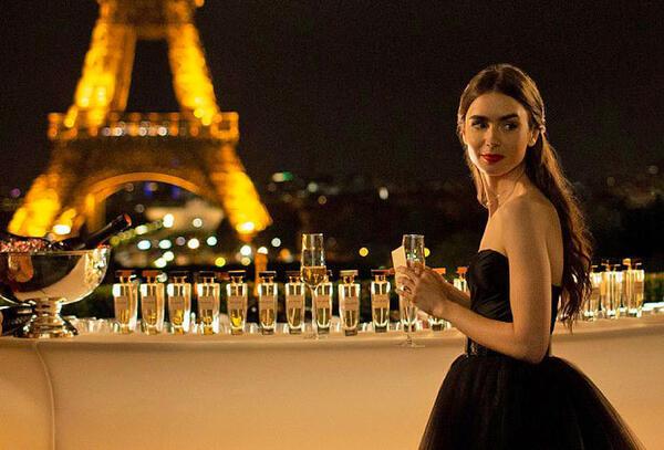 Diễn viên 'Emily in Paris' đáp trả mọi chỉ trích