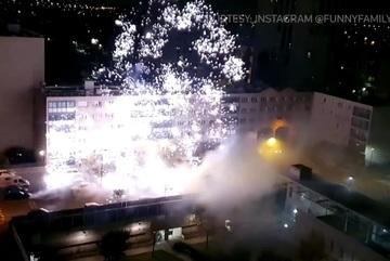 Video đồn cảnh sát tại Paris bị tấn công pháo hoa