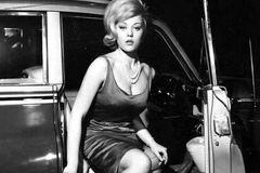 Biểu tượng 'Bond girl' Margaret Nolan qua đời