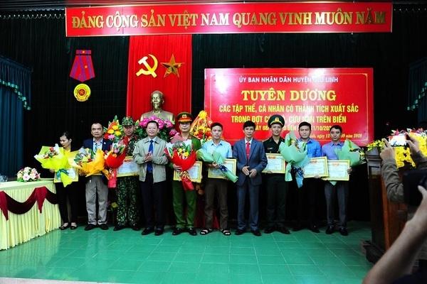 Quảng Trị khen thưởng những 'chiến binh' quả cảm cứu người trên tàu chìm