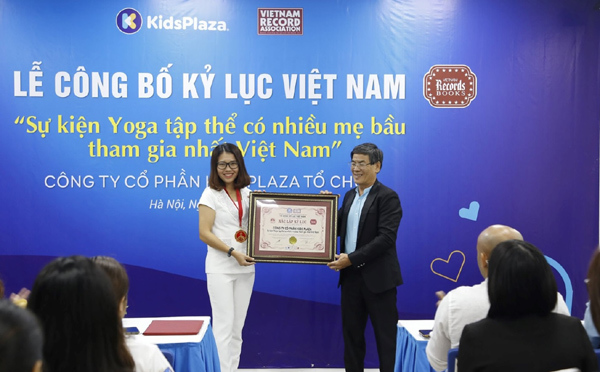 2000 mẹ bầu đã sẵn sàng lập kỷ lục tập Yoga trực tuyến