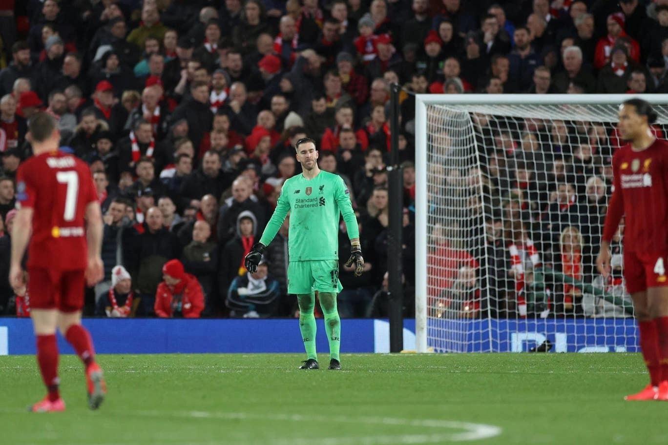 Liverpool tuyển gấp thủ môn thay 'gã hề' Adrian