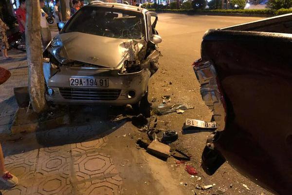 Clip: Cận cảnh thiếu gia 18 tuổi lái 'xe điên' húc bay người, đâm hàng loạt xe ở Hà Nội