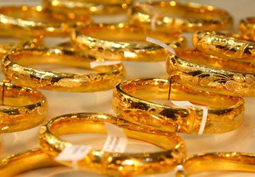 Giá vàng hôm nay 16/10: Chịu áp lực giảm khi USD tăng trở lại