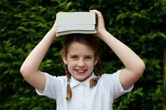 Không có sách giáo khoa, học sinh của Anh và Úc học thế nào?
