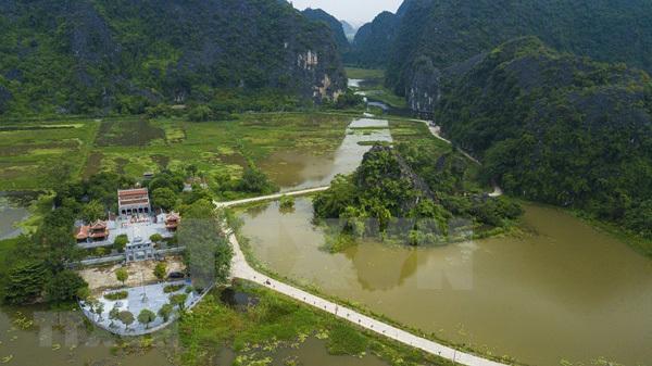 Tam Coc tourism site impressive in Autumn