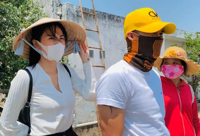 Thủy Tiên kêu gọi được 2 tỷ trong 2 giờ cứu trợ người miền Trung