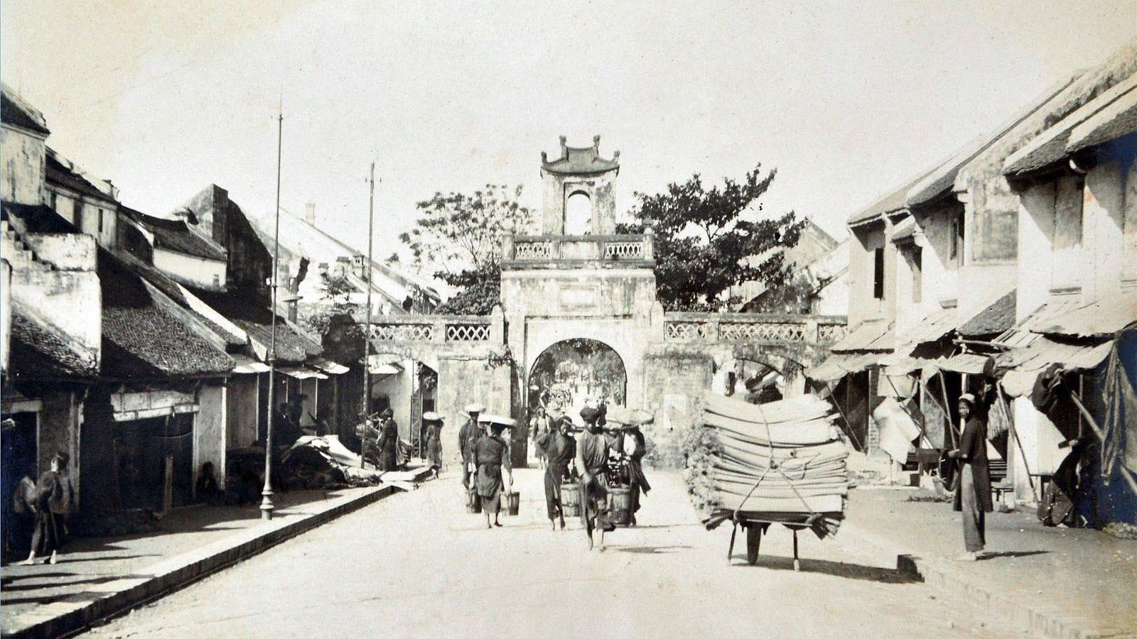A peak at the past: Night-time economy in pre-modern Hanoi