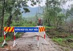 Núi sụt, trùm lên căn nhà đoàn cứu hộ thủy điện dừng chân, 13 cán bộ mất tích