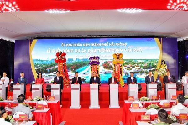 Thủ tướng Nguyễn Xuân Phúc dự lễ khởi công cầu Rào
