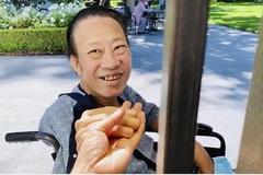 Nhạc sĩ Lê Quang tươi tắn dù vẫn gầy rộc sau khi cưa bàn chân
