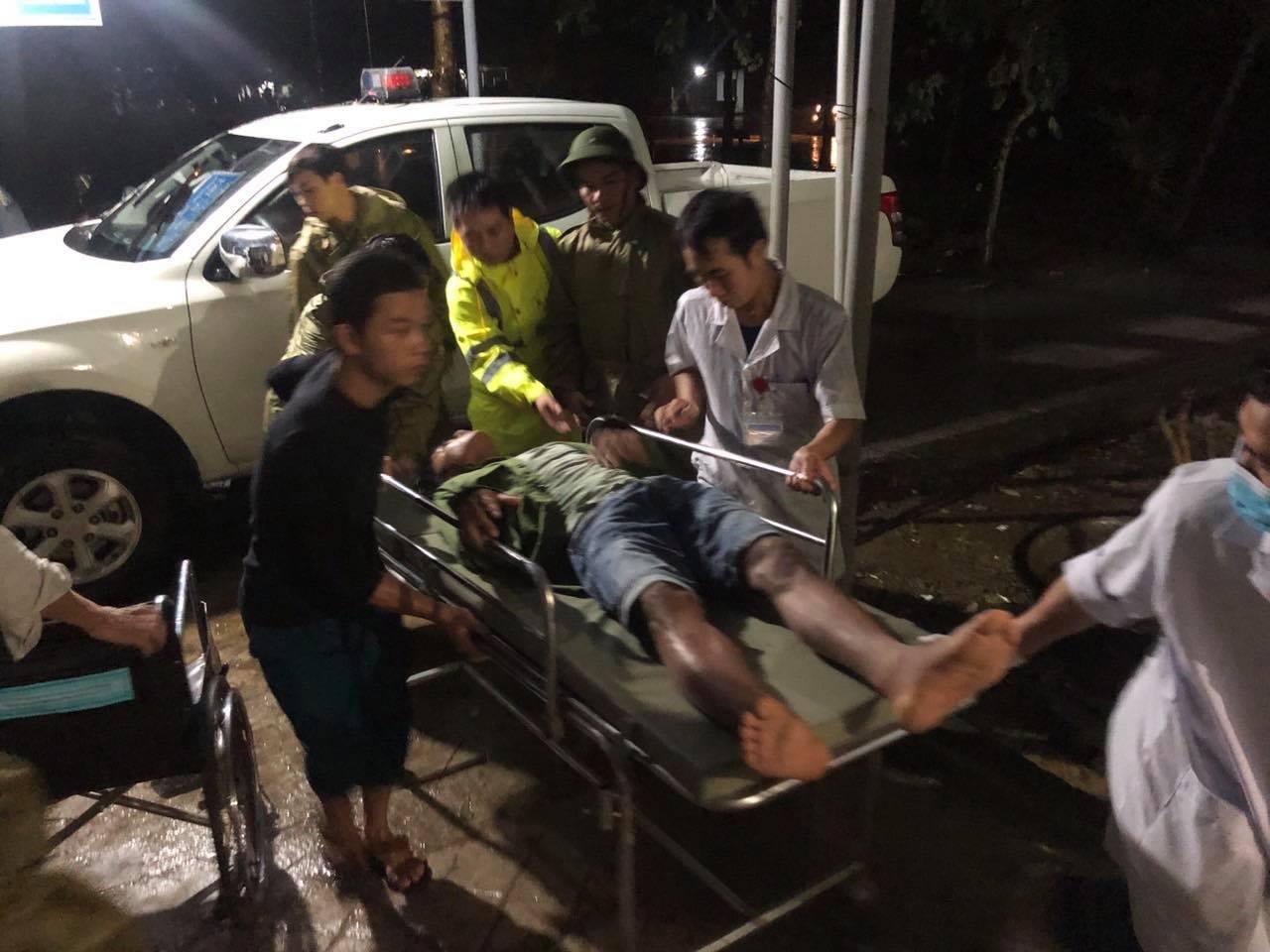 Sản phụ khóc ngất nghe tin chồng tử nạn ở Thủy điện Rào Trăng 3