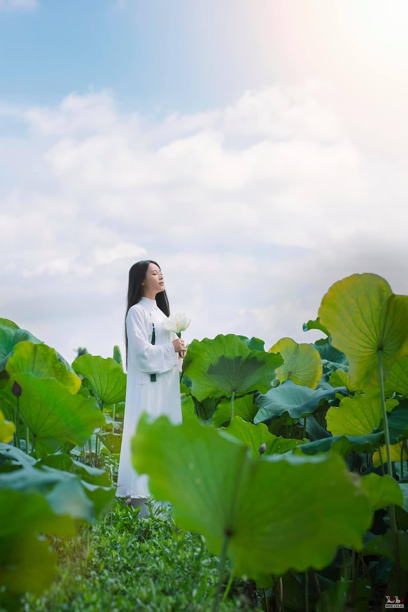 Đông Nhi đón tuổi mới bằng bộ ảnh tuyệt đẹp bên Ông Cao Thắng