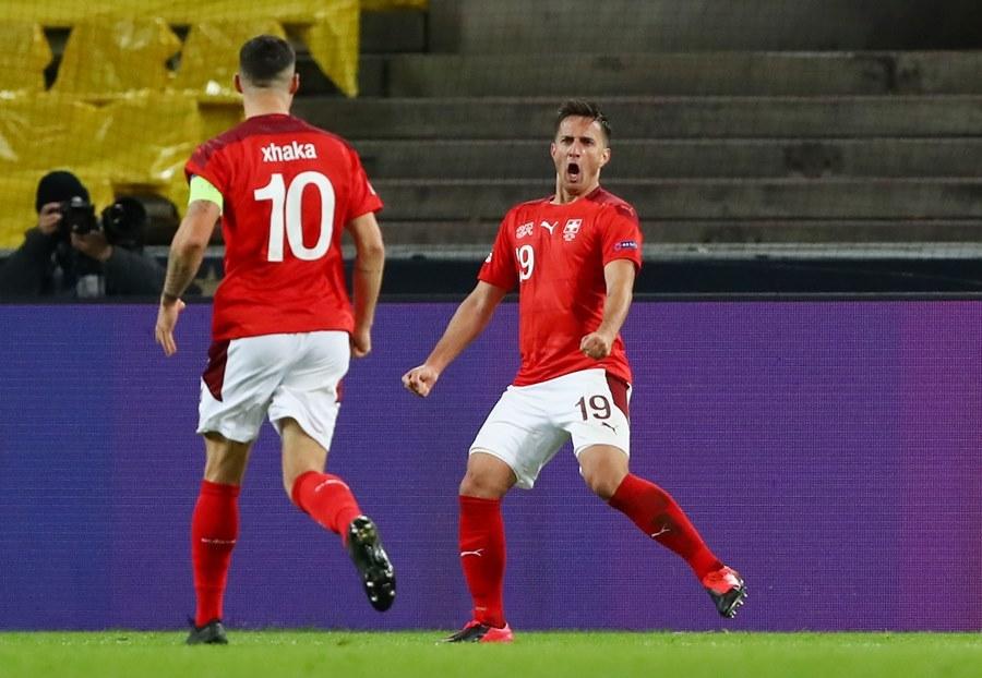 Đức bị Thụy Sĩ cưa điểm sau màn rượt đuổi siêu kịch tính