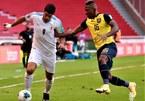 Suarez lập cú đúp penalty, Uruguay vẫn thua tan nát